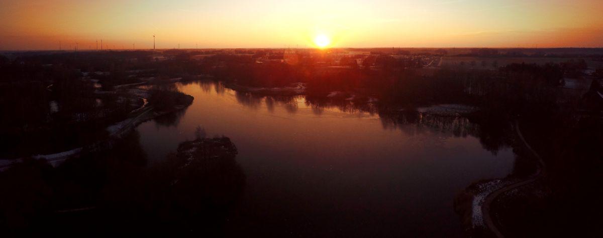 Stadtsee Abend-Luftbild